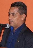 Vereador Edésio Pompilho pede conclusão de calçamento no Distrito de Pirizal